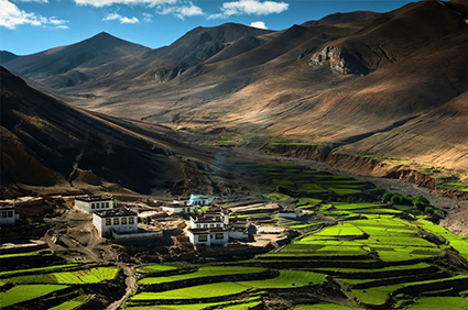Village-in-the-Himalayas-Tibet
